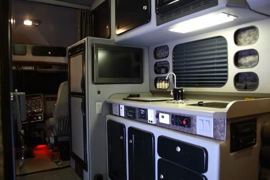 1000 images about big interior truck sleeper on pinterest for Camion americain interieur